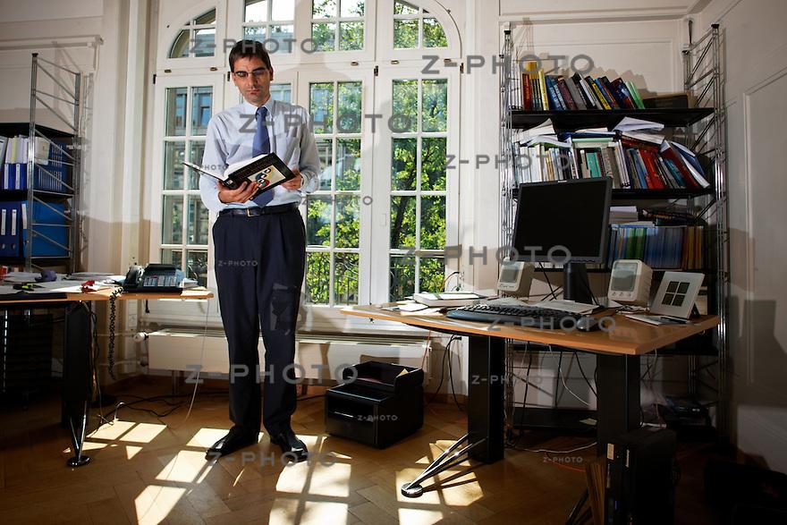 Interview mit Prof. Dr. Aymo Brunetti Mitglied der Geschaeftsleitung und Leiter Wirtschaftspolitische Grundlagen, SECO, Bern am 2. Juli 2009..Copyright © Zvonimir Pisonic