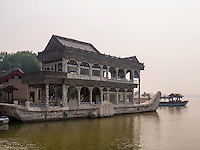 Marmorboot im Sommerpalast, Yi He Yuan, in Peking, China, Asien, UNESCO-Weltkulturerbe<br /> marble ship in the summerpalace, Yi He Yuan,Beijing, China Asia, world heritage