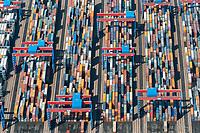 Container im Hamburger Hafen: EUROPA, DEUTSCHLAND, HAMBURG, (EUROPE, GERMANY), 21.05.2005:Container im Hamburger Hafen
