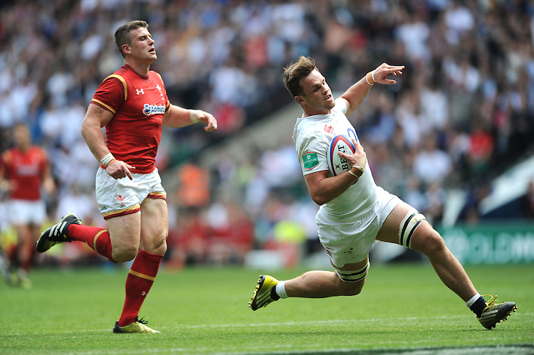 Jack Clifford of England scores a dramatic try during the Old Mutual Wealth Cup match between England and Wales at Twickenham Stadium on Sunday 29th May 2016 (Photo: Rob Munro/Stewart Communications)
