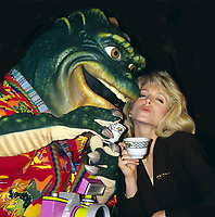 A8711.MARLA MAPLES.Dinosaurs Have Lunch w/ Donald and Marla.Photo by Adam Scull-Globe Photos, Inc. © 1992