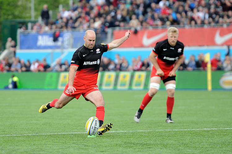 Charlie Hodgson of Saracens takes a conversion attempt during the Aviva Premiership semi final match between Saracens and Leicester Tigers at Allianz Park on Saturday 21st May 2016 (Photo: Rob Munro/Stewart Communications)