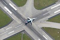 Airbus A320-214 Eurowings in Fuhlsbüttel auf der Landebahn: DEUTSCHLAND, HAMBURG, 06.08.2020: Airbus A320-214 Eurowings in Fuhlsbüttel auf der Landebahn