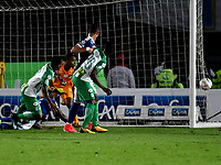 BOGOTA - COLOMBIA - 18 – 02 - 2018: Wuilker Fariñez, portero de Millonarios no logra detener el cabezazo de Andres Renteria (Izq), jugador de Atletico Nacional, al anotar gol de su equipo, durante partido de la fecha 4 entre Millonarios y Atletico Nacional, por la Liga Aguila I 2018, jugado en el estadio Nemesio Camacho El Campin de la ciudad de Bogota. / Wuilker Fariñez, goalkeeper of Millonarios, fails to stop the head to Andres Renteria (L), player of Atletico Nacional, the goal of his team, during a match of the 4th date between Millonarios and Atletico Nacional, for the Liga Aguila I 2018 played at the Nemesio Camacho El Campin Stadium in Bogota city, Photo: VizzorImage / Luis Ramirez / Staff.
