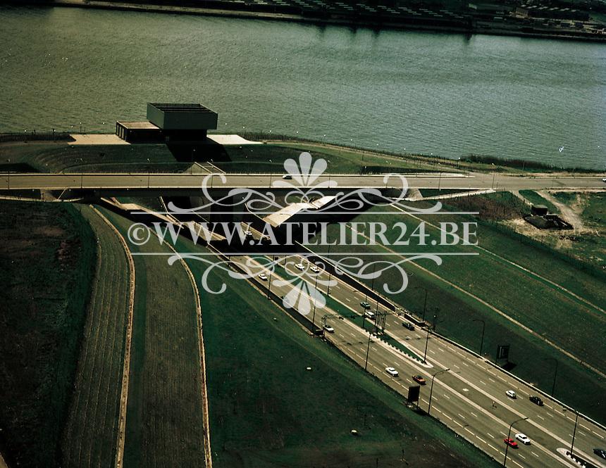 Mei 1972. Ingang van de Kennedytunnel op de linkeroever in Antwerpen.