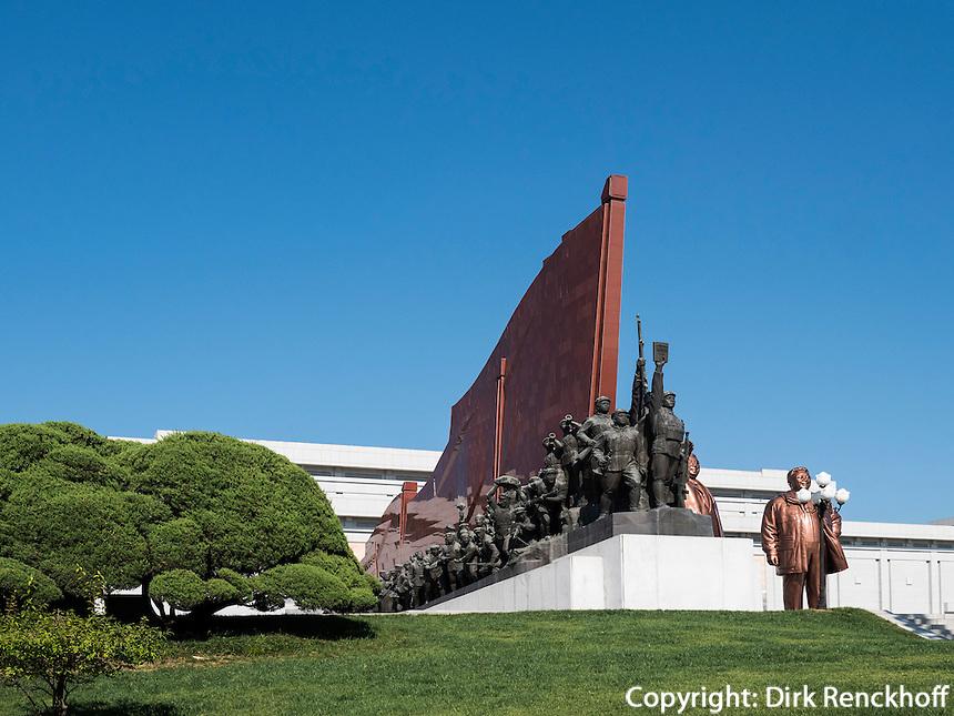 Figurengruppe beim Monument Mansudae, Pyongyang, Nordkorea, Asien<br /> group of figures near Mansudae Monument, Pyongyang, North Korea, Asia