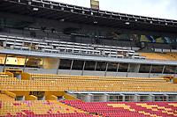 BOGOTA - COLOMBIA, 03-04-2021: Aspecto de la tribuna de prensa en el Estadio Nemesio Camacho El Campin, en la ciudad de Bogota. / Aspect of the press box at the Nemesio Camacho El Campin Stadium, in the city of Bogota. / Photo: VizzorImage / Luis Ramirez / Staff.
