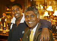 20030917, Zwolle, Davis Cup, NL-India, Vijay Amritraj with his son Prakash