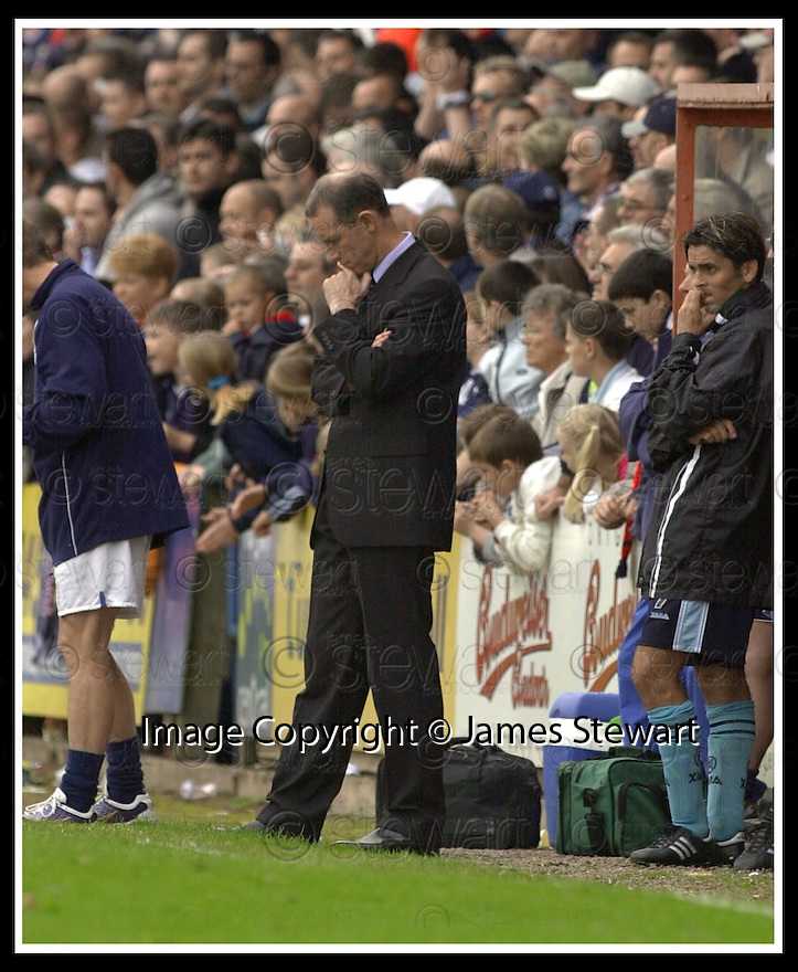 28/9/02       Copyright Pic : James Stewart                     .File Name : stewart-falkirk v st j'stone 24.ST JOHNSTONE MANAGER BILLY STARK'S HEAD GOES DOWN AFTER KEVIN JAMES SCORED THE LATE WINNER.....James Stewart Photo Agency, 19 Carronlea Drive, Falkirk. FK2 8DN      Vat Reg No. 607 6932 25.Office : +44 (0)1324 570906     .Mobile : + 44 (0)7721 416997.Fax     :  +44 (0)1324 570906.E-mail : jim@jspa.co.uk.If you require further information then contact Jim Stewart on any of the numbers above.........