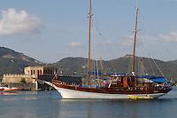 - Portoferraio (island of Elba), sailing boat enters in port, fortress of the Linguella  ....- Portoferraio (isola d'Elba), barca a vela entra in porto, fortezza della Linguella