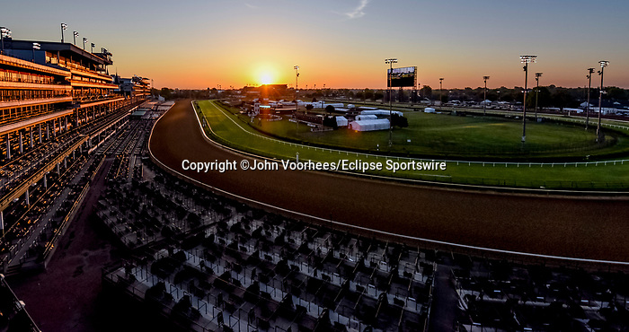 April 26, 2021: Scenes from around the track as horses prepare for the Kentucky Derby and Kentucky Oaks at Churchill Downs on April 25, 2021 in Louisville, Kentucky. John Voorhees/Eclipse Sportswire/CSM