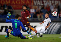 Calcio, Europa League: Roma vs Astra Giurgiu. Roma, stadio Olimpico, 29 settembre 2016.<br /> Roma's Mohamed Salah, center, is challenged by Astra Giurgiu's goalkeeper Silviu Lung, left, and Junior Morais during the Europa League Group E soccer match between Roma and Astra Giurgiu at Rome's Olympic stadium, 29 September 2016. Roma won 4-0.<br /> UPDATE IMAGES PRESS/Isabella Bonotto