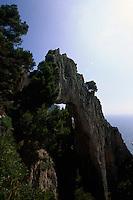 Italien, Capri, Arco Naturale, Fels am Pizzolungo-Wanderweg