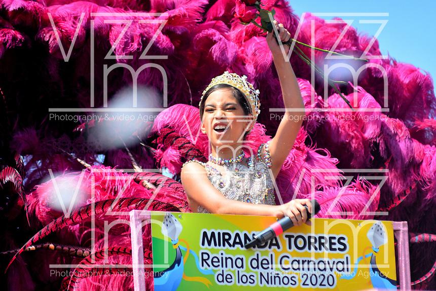 BARRANQUILLA - COLOMBIA, 22-02-2020: Miranda Torres reina del Carnaval de los niños 2020 durante el desfile Batalla de Flores del Carnaval de Barranquilla 2019, patrimonio inmaterial de la humanidad, que se lleva a cabo entre el 22 y el 25 de febrero de 2020 en la ciudad de Barranquilla. / Miranda Torres queen of child Carnival 2020 during the Batalla de las Flores as part of the Barranquilla Carnival 2020, intangible heritage of mankind, that be held between March 22 to 25, 2020, at Barranquilla city. Photo: VizzorImage / Alfonso Cervantes / Cont.