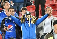 BOGOTA- COLOMBIA – 08-02-2017: Hinchas de Millonarios de Colombia, animan a su equipo durante partido entre Millonarios de Colombia y Atletico Paranaense de Brasil, por la segunda fase, llave 1 de la Copa Conmebol Libertadores Bridgestone 2017,en el estadio Nemesio Camacho El Campin, de la ciudad de Bogota. / Fans of Millonarios of Colombia, cheer for their team during a match between Millonarios of Colombia and Atletico Paranaense of Brasil, for the second phase, key1, of the Conmebol Copa Libertadores Bridgestone 2017 at the Nemesio Camacho El Campin in Bogota city. VizzorImage / Luis Ramirez / Staff.