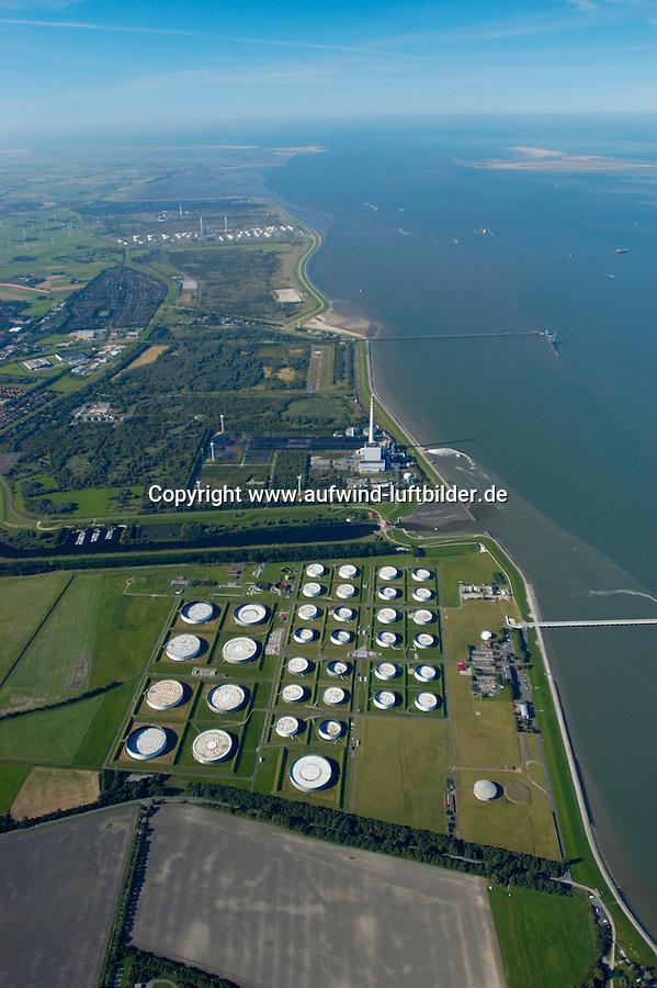 4415/Oelhafen: EUROPA, DEUTSCHLAND, NIEDERSACHSEN, WILHELMSHAVEN 09.09.2004:Oelhafen, Oellagerung, Oeltank, Jade Weser Port, JadeWeserPort, Tiefwasserhafen, Container Terminal der Zukunft, Mega Port, zwischen Oelhafen und Nordsee, Jadebusen, Jade, schneller Weg zur Nordsee, Luftbild, Luftansicht