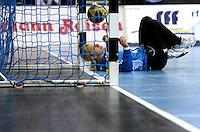 Handball Champions League  Frauen Damen - HCL HC Leipzig : HYPO Niederösterreich - Arena Leipzig - im Bild: Torfrau Katja Schuelke (HCL) musste in diesem Spiel zu oft hinter sich blicken. Foto: Norman Rembarz...