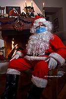 Santa Claus wearing the antivirus mask 2020