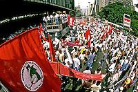 Manifestação do Movimento dos Sem Terra na Avenida Paulista. São Paulo. 1996. Foto de Juca Martins.