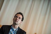 Vorstellung des Wahlkampfprogramm der Partei VERA zur Berliner Abgeordnetenhauswahl im September 2016 am Mittwoch den 25.Mai 2016.<br /> Grundsaetze der Partei sind die Werte Vertrauen, Ehrlichkeit, Respekt und Anstand. Sie will verlorenes Vertrauen in die Politik zurueckzugewinnen und viele Menschen ermutigen, sich politisch einzubringen. Sie setzt auf die Verantwortung jedes Einzelnen fuer sich selbst als auch auf die soziale Verantwortung jedes Einzelnen fuer die Gemeinschaft.<br /> Im Bild: Daniel Plassmann, Sprecher des Bundesvorstand und kandidiert auf Listenplatz 2. Plassmann ist Redakteur in einer Kommunikationsagentur.<br /> 25.5.2016, Berlin<br /> Copyright: Christian-Ditsch.de<br /> [Inhaltsveraendernde Manipulation des Fotos nur nach ausdruecklicher Genehmigung des Fotografen. Vereinbarungen ueber Abtretung von Persoenlichkeitsrechten/Model Release der abgebildeten Person/Personen liegen nicht vor. NO MODEL RELEASE! Nur fuer Redaktionelle Zwecke. Don't publish without copyright Christian-Ditsch.de, Veroeffentlichung nur mit Fotografennennung, sowie gegen Honorar, MwSt. und Beleg. Konto: I N G - D i B a, IBAN DE58500105175400192269, BIC INGDDEFFXXX, Kontakt: post@christian-ditsch.de<br /> Bei der Bearbeitung der Dateiinformationen darf die Urheberkennzeichnung in den EXIF- und  IPTC-Daten nicht entfernt werden, diese sind in digitalen Medien nach §95c UrhG rechtlich geschuetzt. Der Urhebervermerk wird gemaess §13 UrhG verlangt.]