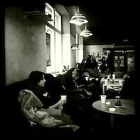 Café in Riga.<br />18.3.2012, Riga/Lettland<br />Copyright: Christian-Ditsch.de<br />[Inhaltsveraendernde Manipulation des Fotos nur nach ausdruecklicher Genehmigung des Fotografen. Vereinbarungen ueber Abtretung von Persoenlichkeitsrechten/Model Release der abgebildeten Person/Personen liegen nicht vor. NO MODEL RELEASE! Don't publish without copyright Christian-Ditsch.de, Veroeffentlichung nur mit Fotografennennung, sowie gegen Honorar, MwSt. und Beleg. Konto: I N G - D i B a, IBAN DE58500105175400192269, BIC INGDDEFFXXX, Kontakt: post@christian-ditsch.de<br />Urhebervermerk wird gemaess Paragraph 13 UHG verlangt.]