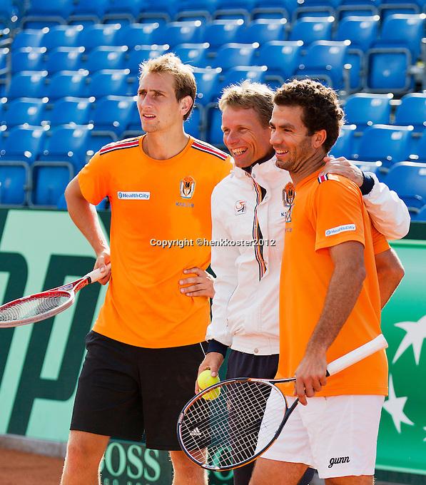 12-09-12, Netherlands, Amsterdam, Tennis, Daviscup Netherlands-Swiss, Training Netherlands, Jean-Julien Rojer and Thiemo de Bakker (L)in good spirit with captain Jan Siemerink(M)