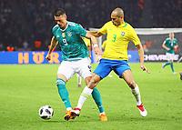 Sandro Wagner (Deutschland Germany) gegen Miranda (Brasilien Brasilia) - 27.03.2018: Deutschland vs. Brasilien, Olympiastadion Berlin