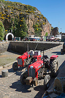 Royaume-Uni, îles Anglo-Normandes, île de Sark (Sercq) Port de Creux Harbour , tracteurs des pêcheurs // United Kingdom, Channel Islands, Sark Island (Sercq): Creux Harbour