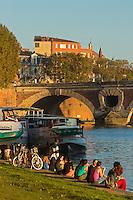 France, Haute-Garonne (31), Toulouse,  les berges de la  Garonne,  le Pont-Neuf et l'église Notre-Dame la Dalbade //  France, Haute Garonne, Toulouse, the banks of the Garonne, the Pont Neuf and Notre Dame Dalbade