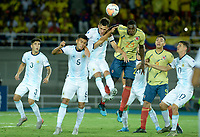PEREIRA - COLOMBIA, 18-01-2020: Carlos Teran de Colombia disputa el balón con Nicolas Capaldo, Fausto Vera de Argentina durante partido entre Colombia y Argentina por la fecha 1, grupo A, del CONMEBOL Preolímpico Colombia 2020 jugado en el estadio Hernán Ramírez Villegas de Pereira, Colombia. /  Carlos Teran of Colombia fights the ball with Nicolas Capaldo, Fausto Vera of Argentina during the match between Colombia and Argentina for the date 1, group A, for the CONMEBOL Pre-Olympic Tournament Colombia 2020 played at Hernan Ramirez Villegas stadium in Pereira, Colombia. Photo: VizzorImage / Julian Medina / Cont