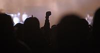 Das Festival With Full Force geht in die 18. Runde. 60 Bands aus der Hardcore-, Punk- und Metallszene haben sich auf dem haertesten Acker Deutschlands nahe Roitzschjora versammelt. Dazu gesellen sich nach Angaben der Veranstalter Sven Borges, Mike Schorler und Roland Ritter fast 30000 Besucher aus aller Welt. Drei Tage lassen die Bands ihre stromgestaehlten Gitarren gluehen und pusten per Mega-Boxenwand das Gras von der Landebahn des Sportflugplatzes. im Bild: Feature. Nicht mehr nur die Pommes-Gabel, Faust oder Siegerfinger sind ebenso gefragt.  Foto: Alexander Bley