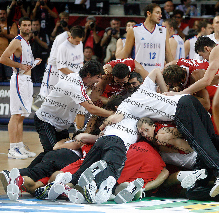 Turkey players celebrates win over Serbia , semi-final World championship basketball match in Istanbul, Serbia-Turkey, Turkey on Saturday, Sep. 11, 2010. (Novak Djurovic/Starsportphoto.com) .