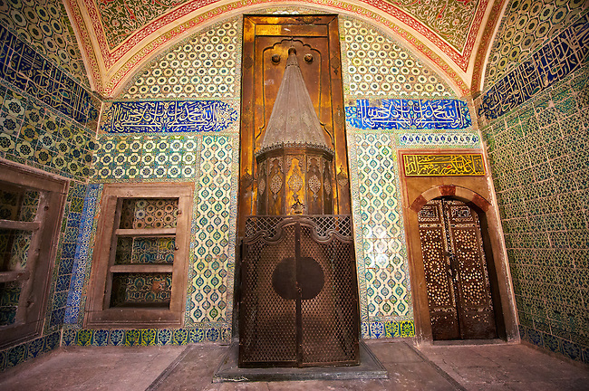 Tiled room and Ottoman architecture of the Harem. Topkapi Palace, Istanbul, Turkey