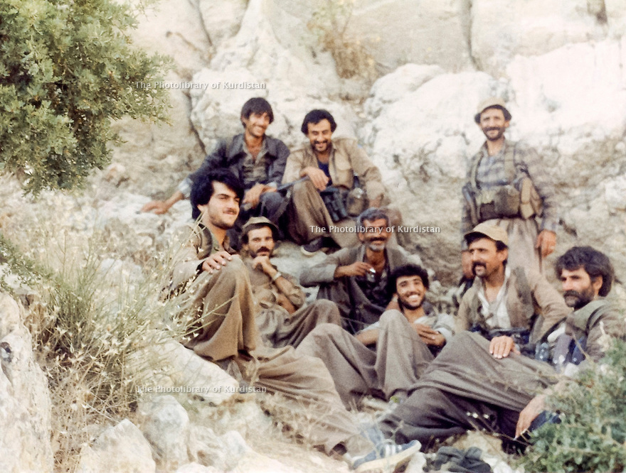 Iraq 1989.Near Arbat, in the village of Pouchih, on june 21st, the peshmergas of Mahmoud Sangawi, 2nd right, and in the middle, Kurdo Kassem, with grey hair, Kurd Felli.Irak 1989.Pres d'Arbat, dans le villagede Pouchih, le 21 juin, les peshmergas de Mahmoud Sangawi, 2eme droite, et au milieu, Kurdo Kassem, cheveu gris, kurde felli