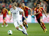 Spain's Alvaro Arbeloa (r) and Finland's Pukki during international match of the qualifiers for the FIFA World Cup Brazil 2014.March 22,2013.(ALTERPHOTOS/Acero)