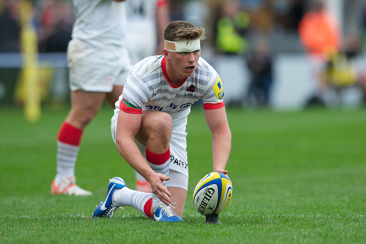 Owen Farrell of Saracens lines up a kick during the Aviva Premiership match between Harlequins and Saracens at the Twickenham Stoop on Sunday 30th September 2012 (Photo by Rob Munro)