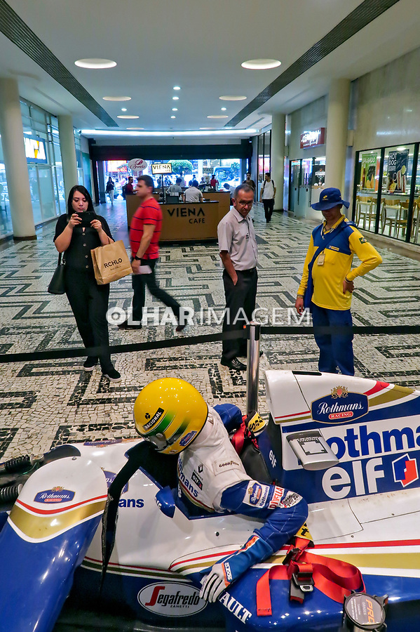 Escultura A Cena Que Todos Queriam Ver, do artista Adhemar Cabral. Acidente do piloto Ayrton Senna em carro Williams. SP. 2019. Foto Juca Martins.