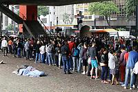 09.04.2019 - Fãs enfrentam fila para a exposição Tarsila Popular no MASP