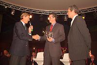 20-2-06, Netherlands, tennis, Rotterdam, ABNAMROWTT, Tournament director Richard Krajicek receives the ATP hospitality award.