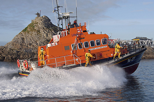 Fenit RNLI were tasked to a search for swimmer at 12.40 pm, following the discovery of clothes on a beach