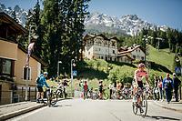 Maglia Rosa / overall leader Tom Dumoulin (NED/Sunweb) on his way to sign-on<br /> <br /> Stage 19: San Candido/Innichen › Piancavallo (191km)<br /> 100th Giro d'Italia 2017