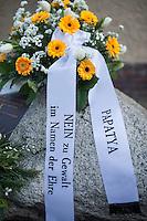 """11. Todestag von Hatun Sueruecue.<br /> Am Sonntag den 7. Februar 2016 wurde in Berlin-Templehof der am 7.2.2005 ermordeten Deutsch-Kurdin Hatun Sueruecue gedacht. Die 21jaehrige Frau wurde von ihrer Familie ermordet, weil sie sich nicht an die """"traditionellen"""" Werte gehalten hat, eine Ausbildung zur Elektroinstallatoerin gemacht hat und mit ihrem unehelichen Kind ein selbstbestimmtes Leben fuehren wollte.<br /> Der Mord wurde in Abstimmung mit der Familie von ihren Bruedern durchgefuehrt, als Taeter wurde der damals minderjaehriger Bruder vorgeschickt. Zwei Brueder fluechteten in die Tuerkei und stehen dort aktuell wegen dem Mord  vor Gericht. Allerdings wurde der Prozess schon am ersten Prozesstag vertagt.<br /> 7.2.2016, Berlin<br /> Copyright: Christian-Ditsch.de<br /> [Inhaltsveraendernde Manipulation des Fotos nur nach ausdruecklicher Genehmigung des Fotografen. Vereinbarungen ueber Abtretung von Persoenlichkeitsrechten/Model Release der abgebildeten Person/Personen liegen nicht vor. NO MODEL RELEASE! Nur fuer Redaktionelle Zwecke. Don't publish without copyright Christian-Ditsch.de, Veroeffentlichung nur mit Fotografennennung, sowie gegen Honorar, MwSt. und Beleg. Konto: I N G - D i B a, IBAN DE58500105175400192269, BIC INGDDEFFXXX, Kontakt: post@christian-ditsch.de<br /> Bei der Bearbeitung der Dateiinformationen darf die Urheberkennzeichnung in den EXIF- und  IPTC-Daten nicht entfernt werden, diese sind in digitalen Medien nach §95c UrhG rechtlich geschuetzt. Der Urhebervermerk wird gemaess §13 UrhG verlangt.]"""