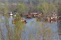 - 20 years from the nuclear incident of Chernobyl, abandoned fluvial port on Prypiat river in contaminated area of 30 kilometers around the place of catastrophe ..- 20 anni dall'incidente nucleare di Chernobyl, porto fluviale abbandonato sul fiume Prypiat all'interno della zona contaminata di 30 chilometri intorno al luogo della catastrofe