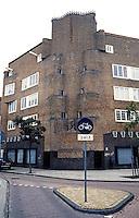 Amsterdam: Takst. & Telegen Straat. Building by Piet Kramer. Photo '87.