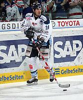 Calvin Elfring (Straubing)<br /> Adler Mannheim vs. Straubing Tigers, SAP Arena<br /> *** Local Caption *** Foto ist honorarpflichtig! zzgl. gesetzl. MwSt. <br /> Auf Anfrage in hoeherer Qualitaet/Aufloesung. Belegexemplar an: Marc Schueler, Am Ziegelfalltor 4, 64625 Bensheim, Tel. +49 (0) 6251 86 96 134, www.gameday-mediaservices.de. Email: marc.schueler@gameday-mediaservices.de, Bankverbindung: Volksbank Bergstrasse, Kto.: 151297, BLZ: 50960101