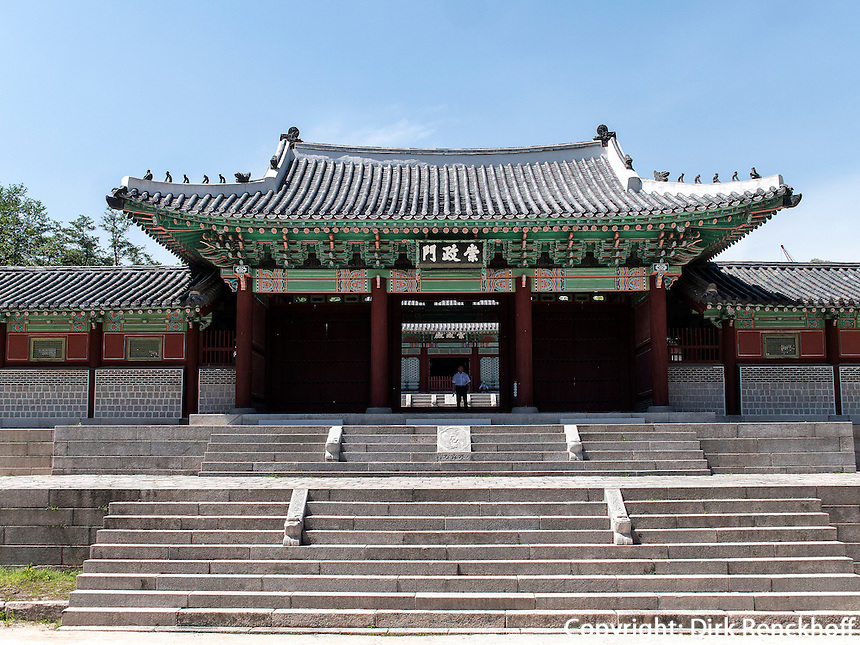 Tor Heunghwamun des Gyeonghuigung Palast in Seoul, Südkorea, Asien<br /> Gate Heungwhamun of palace Gyeonghuigung, Seoul, South Korea, Asia