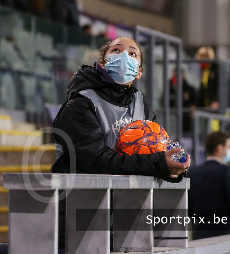 One of the ball girls pictured during a female soccer game between RSC Anderlecht Dames and Portugese Benfica Ladies  in the second qualifying round for the Uefa Womens Champions League of the 2020 - 2021 season , Wednesday 18 th of November 2020  in ANDERLECHT , Belgium . PHOTO SPORTPIX.BE | SPP | SEVIL OKTEM