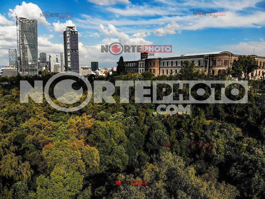 aerial view of the Castillo de Chapultepec. The forest of Chapultepec. urban park in Mexico City.<br /> (Photo: Luis Gutierrez / NortePhoto.com).<br /> <br /> vista aerea del Castillo de Chapultepec. El bosque de Chapultepec. parque urbano  en la Ciudad de México.<br /> (Foto: Luis Gutierrez / NortePhoto.com).