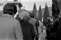 obsèques de M. Emile Pouytes, vigneron tué pendant les manifestations viticoles de Montredon-des-Corbières,  Village d'Arquette-en-Val (Aude). 6 mars 1976.