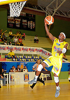 BUCARAMANGA -COLOMBIA, 26-03-2013. Phillip Brooks de Búcaros en acción durante partido de la fecha 20 de la Liga DirecTV de baloncesto profesional colombiano disputado en la ciudad de Bucaramanga. / Phillip Brooks in action during  game of the date 20 of the DirecTV League of professional Basketball of Colombia at Bucaramanga city. (Photo:VizzorImage / Jaime Moreno / STR)....................